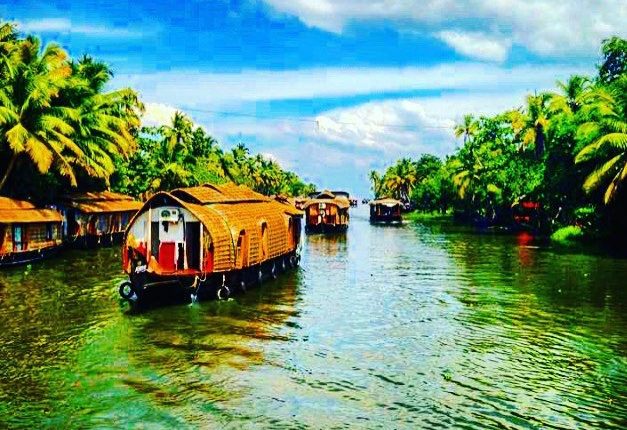 Houseboat Tour of the backwaters in Kerala, India